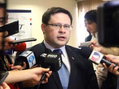 No hay motivos para aumentar el costo de la nafta, según viceministro de Tributación