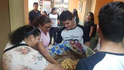 HOY / Un UPD diferente: alumnos ofrecieron desayuno en un hospital