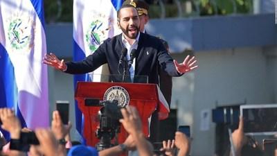 """Bukele """"acata la orden"""" de no volver a utilizar a los militares en El Salvador"""