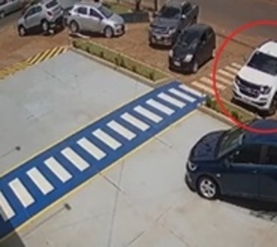 En segundos roban millones de interior de camioneta
