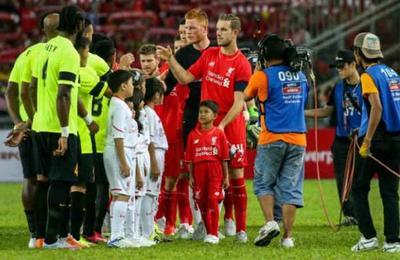 El secreto que esconde el ritual de los niños que salen al campo de juego con los futbolistas