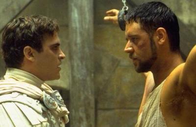 Russell Crowe felicita a Joaquin Phoenix por su Oscar pero aclara que llegó 'casi 20 años tarde'