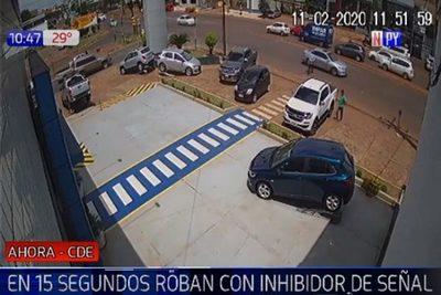 Utilizan inhibidor de señal para robar dinero de camioneta