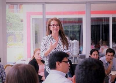 Experta impulsa educación digital trilingüe