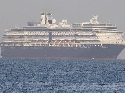 Crucero rechazado en 5 países por temor a coronavirus llega a Camboya