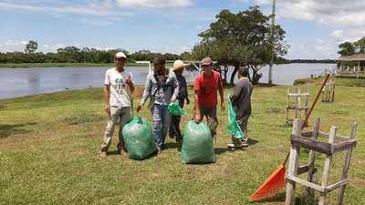 Sampedranos se organizan y realizan jornada de limpieza a orillas del Río Jejui.