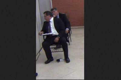 """Postulante a ministro de la Corte niega haber """"soplado"""" en examen"""