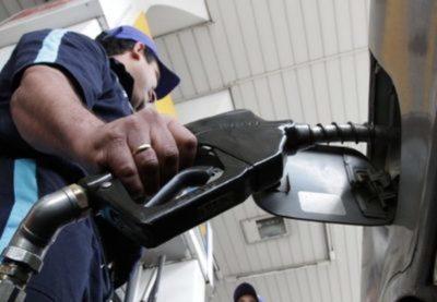 No hay motivos para aumentar el costo de la nafta, según Tributación