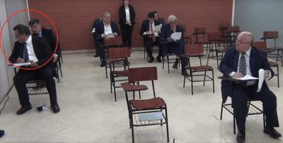 "Dos doctores aspirantes a ministro de Corte ""soplándose"" en examen: ""Por ética deberían renunciar"", dicen"