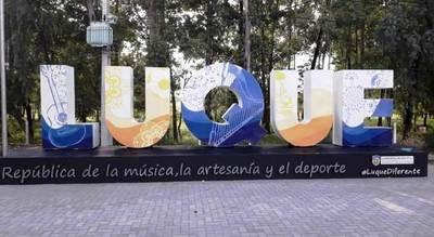 Nombre de República luce con enormes letras en la Autopista •