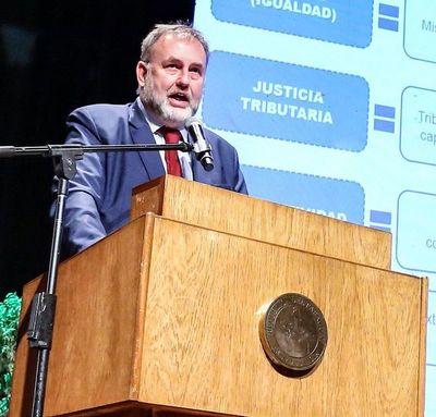 """Pagos extra: """"seguimos dialogando con sindicatos"""", según ministro de Hacienda"""