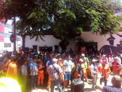 Mediante manifestación lograron acuerdo para suba de salario a jornaleros