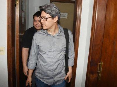 A pedido de Camilo Soares, renuncia su abogado a días del juicio oral