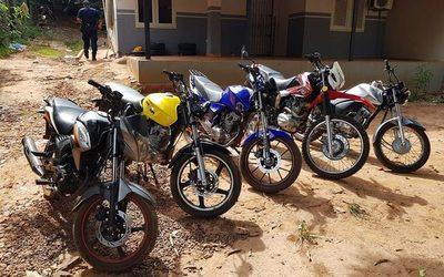 Allanan aguantadero de motocicletas robadas