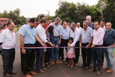 El Presidente de la República Mario Abdo Benítez habilitó tramos asfaltados en Itauguá, Ypacaraí, Areguá y visitó a artesanos aregueños