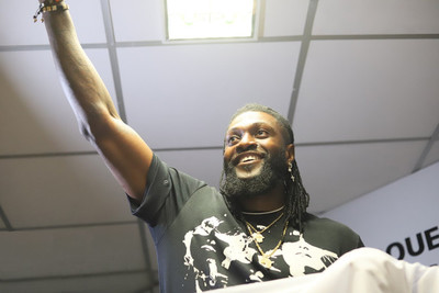 Adebayor se hace parte de la familia olimpista
