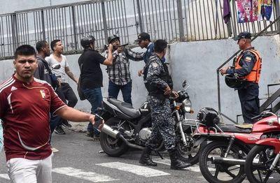 La policía venezolana vuelve a impedir el acceso de diputados opositores al Parlamento