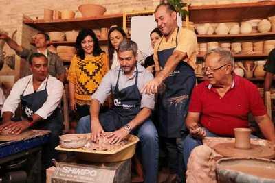 Presidente compartió con artesanos de la ciudad de Areguá