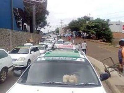 Taxistas rodean Junta Municipal del Este contra Uber y MUV