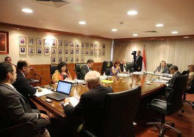 Abogados amenazan con juicio político a ministros de la Corte