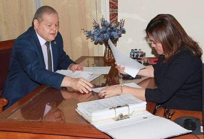 Postulantes acercan sus documentos para ministro de Corte
