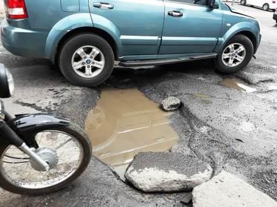 """Un """"cráter"""" genera peligro en Cuarto Barrio •"""