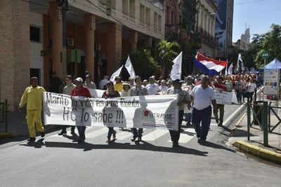 Subsidios y gratificaciones en sueldos públicos generan protestas y polémicas