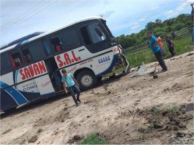 Bus con pasajeros colisiona en pleno viaje a Fuerte Olimpo