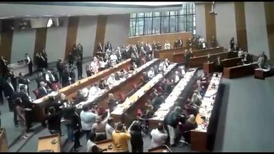Gritos e insultos en el Senado