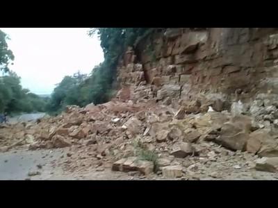 Se desmoronó parte del cerro