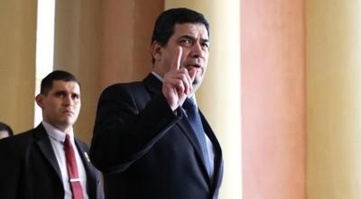 Vicepresidente ratifica que no renunciará y comienza a negociar para salvarse