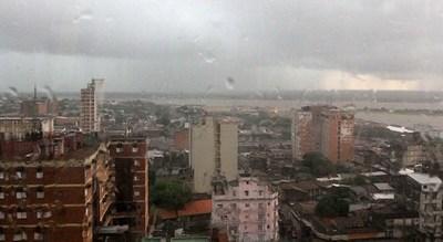 Meteorología anuncia un domingo lluvioso. Habrá tormentas en el sur del país