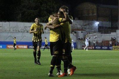 Guarani ganó a Nacional y se mantiene en la cima