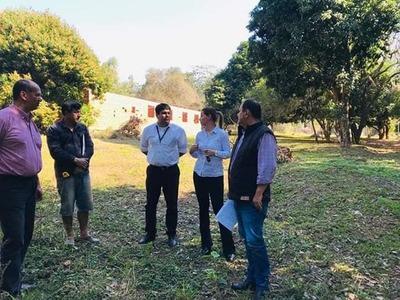 Visitan posible terreno para Unidad de Salud Familiar en San Vicente Atyrá