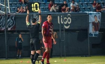 HOY / La hinchada cerrista se vuelca contra Julio Dos Santos
