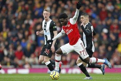 Con Almirón, Newcastle cae goleado ante Arsenal