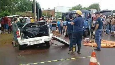 Una joven fallece tras choque frontal en Cnel. Oviedo