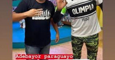 """PUBLICÓ UNA FOTO Adebayor reaccionó al ver ¡su """"otro yo""""!"""
