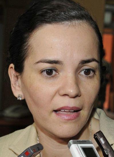 Fiscala pide varios informes sobre bienes del ministro Eduardo Petta