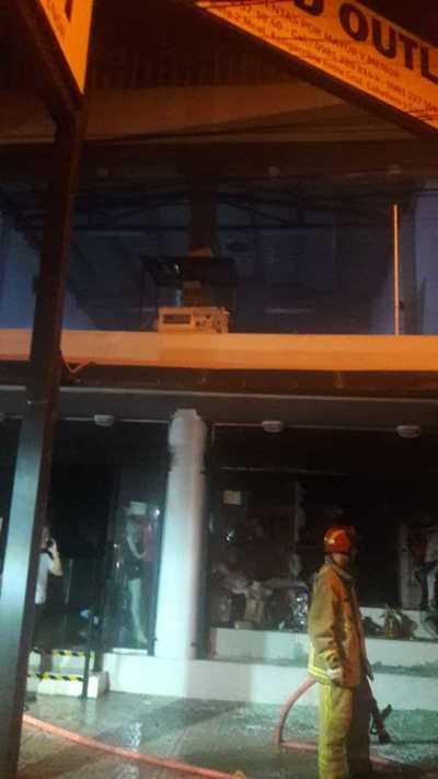 Local de ropas fue afectado por las llamas en San Lorenzo