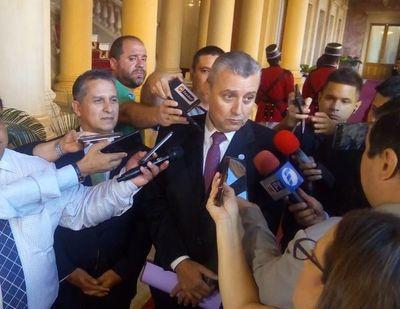 Villamayor desmiente salida de Petta del MEC