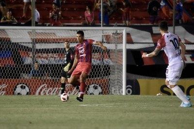 """Arce habló del """"gesto"""" y explicó la ausencia copera de Dos Santos"""