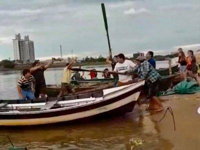 Farristas ligaron hasta con remos de canoas