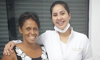 Ña Morena vuelve a sonreír con sus nuevos dientes