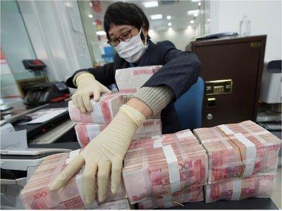 China desinfecta sus billetes para evitar más contagios de coronavirus