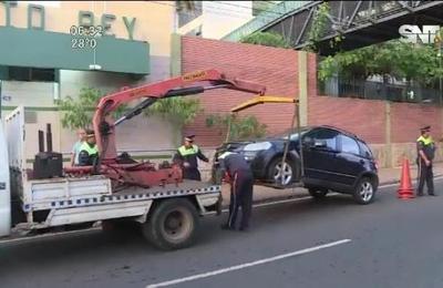 Prohíben estacionar en doble fila la zona de Cristo Rey