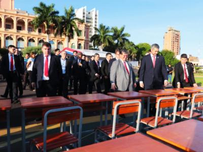 Yacyretá entrega 5.000 sillas con pupitres al MEC