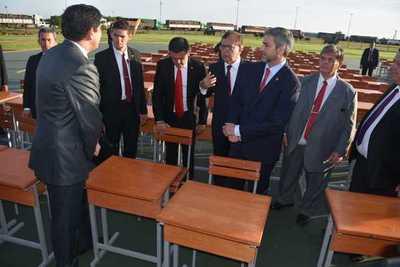 Yacyretá entregó 15.000 pupitres al MEC con una inversión de ₲ 3.825 millones