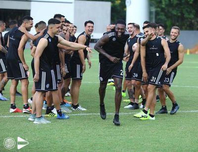 ¿Adebayor debuta contra Cerro?