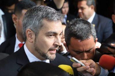 Abdo Benítez promulga ley de financiamiento político